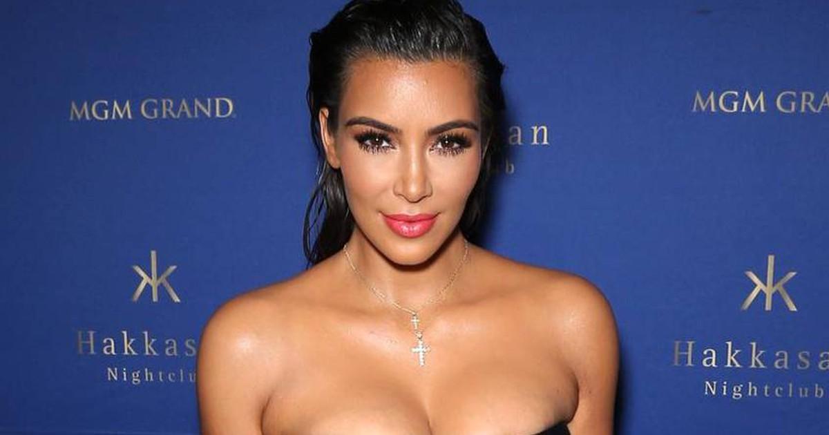 Kim Kardashian zeigt sich ihren Fans ohne Slip und ohne Oberteil